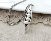 Four Peas in a Pod Necklace, 4 Peas in a Pod, 4 Pea Pod Jewelry, Grandmother Necklace, Silver Peapod, Mom Necklace, Mother Jewelry Sweet Pea