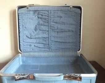 SALE: Presidents Day Hol Blue Vintage Starflyte Suitcase / Luggage.