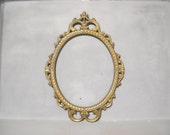Antique Gold Oval Frame for Wedding or Family Photo / Large Ornate Picture Frame with Convex Glass, Aged Brass Finish Vintage Metal Frame