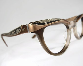 Vintage Womens 50s 60s Translucent Brown Horn Rim Cat Eye Glasses Eyewear With Accents Frame Shuron