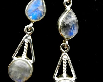 Sweet Beauty Hand crafted 925 silver and genuine Moonstone Classy Dangles Earrings - Delicate jewel of the 1960s -- Art.210/4 --