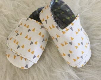 3-6 months Yellow and Grey Bunting Flappy Baby Shoes - READY TO SHIP
