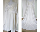 Vintage 1970s JC Penny Frilly wedding dress - organza sleeves - flower lace - long train