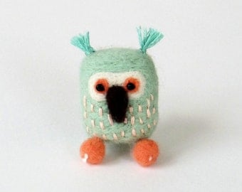 Felt owl brooch, needle felted miniature bird pin - ice blue and salmon orange, woodland gift, summer bird