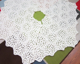 All Cream Christmas Tree Skirt Crochet Granny Hexagons in Off White, Xmas Decor, Bridal Shower Gift, Old Fashion Handmade Tree Blanket