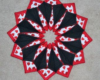 Fold N Stitch Wreath - Centerpiece - valentine - Christmas