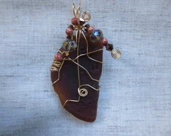 Beautiful gold tone silver plated wire wrap and crystal beads Florida brown sea glass. Lot of 1 pendent.