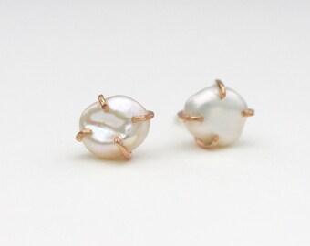 Pearl Claw Studs/June Birthstone