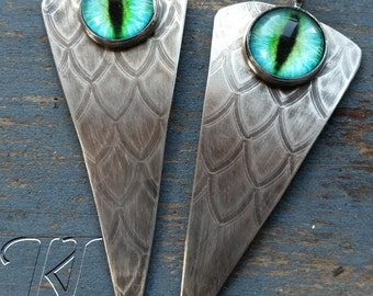 Reptile eye dagger drop pair suitable for earrings