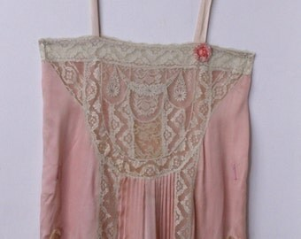 1920s FLAPPER STEP IN romantic lace & silk baby doll slip w/ rosette pleating gatsby era art deco vintage
