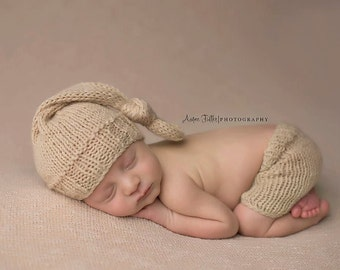 Knitted Newborn Hat, Baby Shorts, Knotted Hat and Short Set, Newborn Photo Shoot Prop by Cream of the Prop