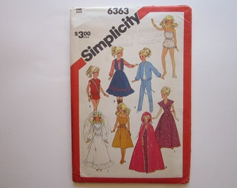 vintage pattern - Simplicity 6363 - doll clothes for 11.2 and 12.5 inch dolls - Barbi, Darci clothes pattern - uncut