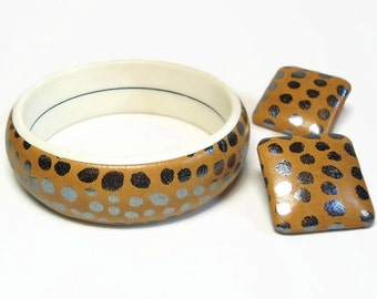 60s Mod Bangle Bracelet & Pierced Earrings in Peanut Taupe Color with Silver Spots Design - Vintage 60's Plastic Costume Jewelry Sets