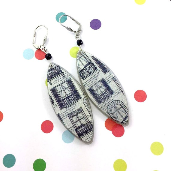 Long Resin earrings handmade, different windows black draw, grey backround, black glass bead, on stainless steel hook, les perles rares