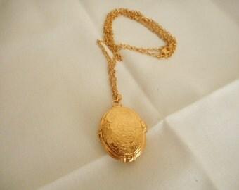 Vintage Avon Gold Tone Double Locket Necklace