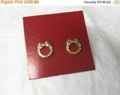 CIJ 60% SAVINGS Avon Wreath Gold  Pierced earrings Mint Condition  original box 1982