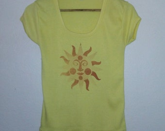 Vintage Top / Sun Face / Happy Sunny Face / Graphic Tee / Yellow / Summer / Grunge / Indie / Boho / Mother Nature Earth / Goddess / Rare Top