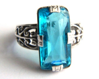Vintage Victorian Teal Blue Etched Sterling Filigree Ring - Elongated Cut Glass - Size 5