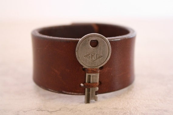 Women's Brown Leather Cuff With Vintage Key (Size 6.5 Inches)