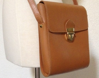 Vintage Crossbody Structured Purse - Tan / Brown