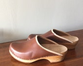 Fabulous vintage brown Leather Swedish Clogs, Size 7