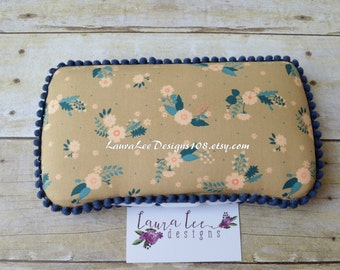 READY TO SHIP, Peach and Navy Floral Travel Baby Wipe Case, Personalized Wipecase, Baby Shower Gift, Wipe Holder, Diaper Bag Wipe Clutch
