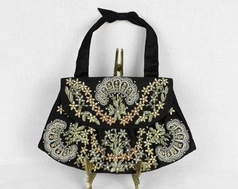 vintage 1940s silk beaded & embroidered purse • delicate beauty
