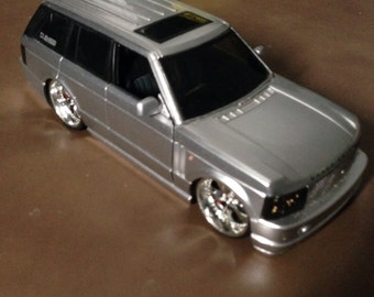 RANGE ROVER!  Big & Heavy! Own that Rover or Treat Your Guy to a Great Euro-Spec Range Rover Die-Cast Model! Mint -- in Original Box!