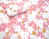 VINTAGE SHEET Fat Quarter Pink White Floral Retro Bed Linen 1960s VSPk-06