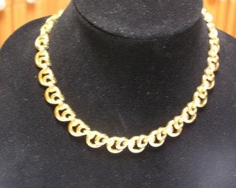 Trifari gld tone circles and ovals open weave hang tag necklace