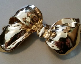 Vintage Monet Gold Tone Metal Large Bow Pin Brooch 1980s