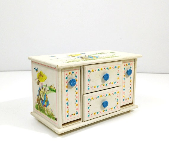 vintage holly hobby music jewelry box by reconstitutions