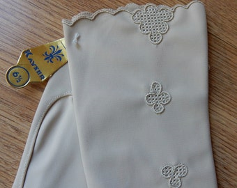 New Embroidered Ivory Nylon KAYSER Gloves Size 6.1/2    NBI47
