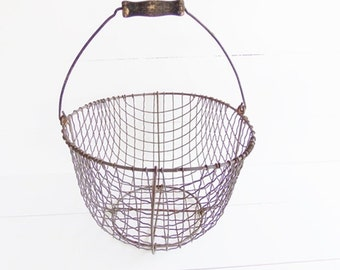 Vintage Rusty Wire  Potato Egg  Basket . Produce Basket . Farmhouse Storage