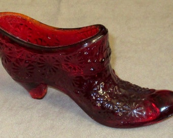 Fenton daisy & button pattern red Shoe