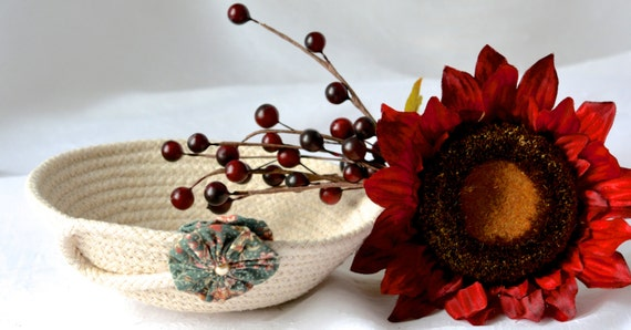 Cute Desk Accessory Bowl, Handmade Green Basket, Modern Clothesline Basket, Lovely Ring Tray,  hand coiled natural rope basket
