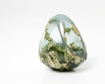deep teal size 7.5 soft faceted eco resin ring with suspended gold leaf
