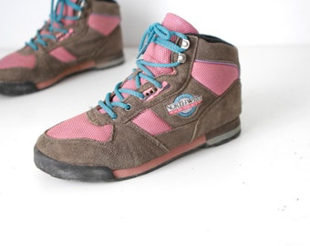 90s size 7 women's HIKING grey & pink nike style SEATTLE style GRUNGE camping hike boots