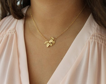 Gold Leaves Necklace / Gold Leaf Necklace / Dainty Necklace / Simple Gold Necklace / Everyday Necklace / Leaf Jewelry
