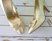 1980s Vintage CINDERELLA Heels.. size 8 womens...fancy. cinderella. classic. gold. shimmer. shine. mod. classic. golden heels. 1980s heels