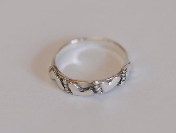 Vintage Sterling Silver 925 Band Ring.. Barefoot Summer Design.. Size 8.5 (#66)
