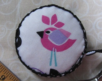 Retractable tape measure, covered with modern bird fabric