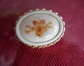Vintage Small Oval Gold Tone Pin/Brooch Pansy Looking Flower Beige/Yellow