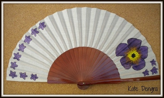 MTO Hand Fan Scattered Purple Flowers and Large Flower Pear Wood Fan