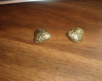 vintage clip on earrings goldtone embossed heart