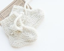 pure cashmere baby booties newborn/ handknit with strap/ white cashmere natural color/ pure cashmere
