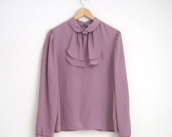 Vintage 1970s Pussy Bow Blouse. Lavender Purple Peter Pan Collar Blouse with Rose Pin. Feminine Twee Blouse.