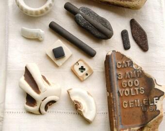 13 assorted industrial ceramic pieces (no.8)