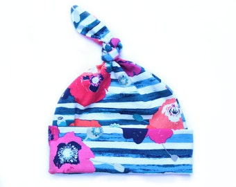 Top knot baby hat - Newborn hospital hat - Baby girl hat - knot hat - Infant hat - top knot hat - Newborn hat - Blue stripes with poppies