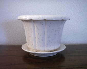 "Ceramic ""Ribbed"" Style Planter w/Sauce"